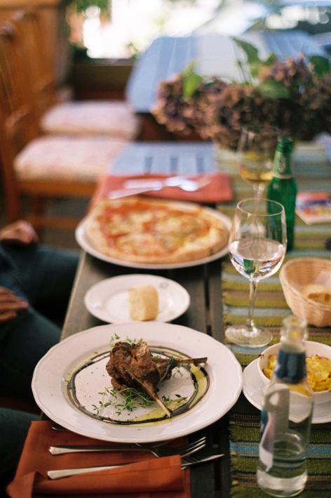 comer en el centro de Tallin